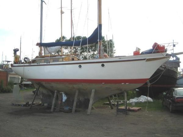 Endurance 35 (lowered)