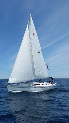 Catalina 445 Under sail