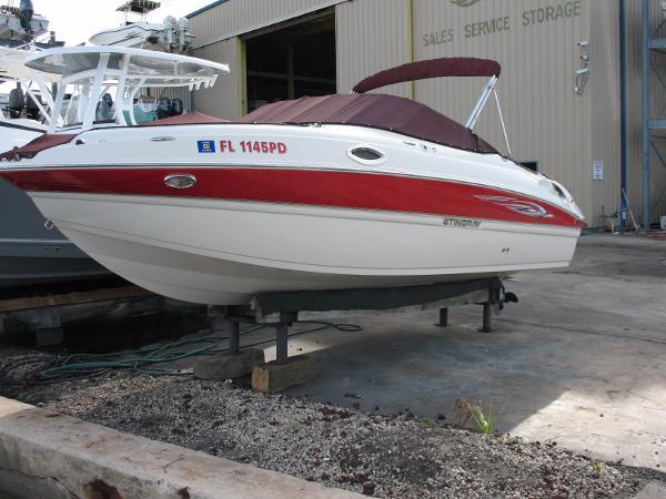 Stingray 215 LR 2011 Stingray 215 LR Sport Deck