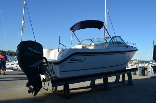 Boston Whaler 210 Ventura