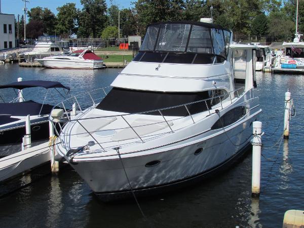 Carver 396 Aft Cabin Motoryacht Dockside
