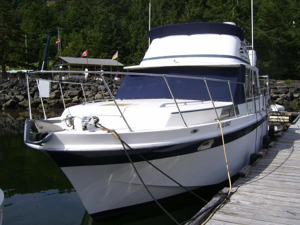 Uniflite 36 Double Cabin Bow