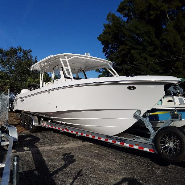 Everglades Boats 355 CC