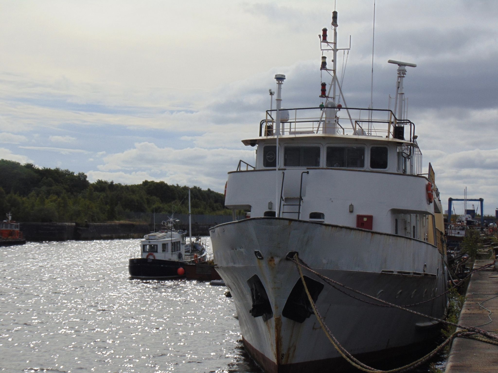 Merchant Vessel Survey/Expedition/Guard Ship/Accomodation Vessel
