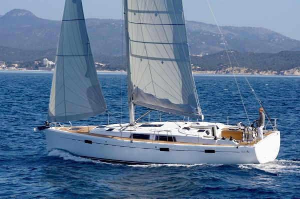 Hanse 415 Manufacturer Provided Image: Hanse 415 Running Shot Profile