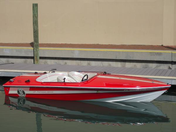 Donzi Sweet 16 Starboard Side View
