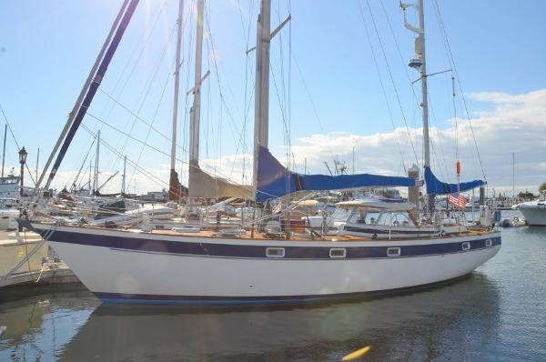 Hallberg-Rassy 42E Hard top HR42 Ketch At the dock