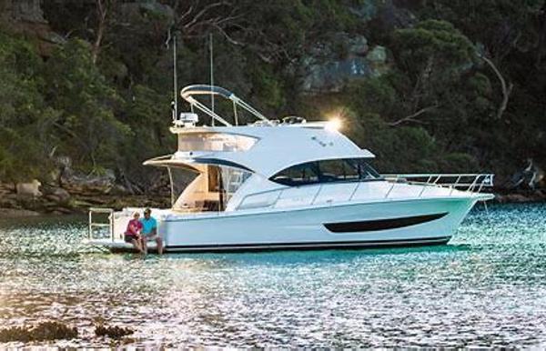 Riviera 39 Sport Yacht