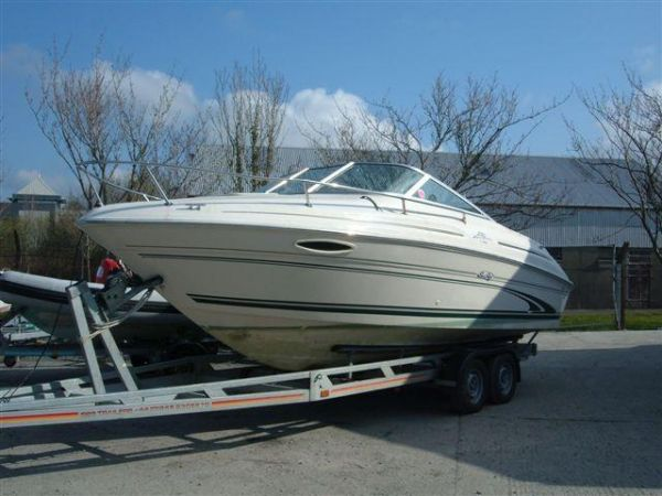 Sea Ray 215 Express Cruiser Photo 1