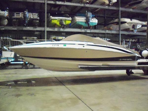 Regal 2550 Cuddy