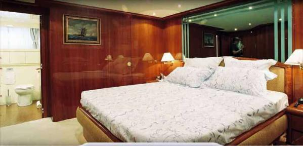 Hull deck VIP cabin