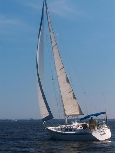 Hunter 34 Masthead Sloop Under Sail