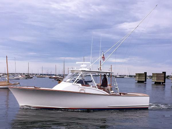 Rybovich Express / Walkaround Sportfish CHARMER Nantucket Harbor