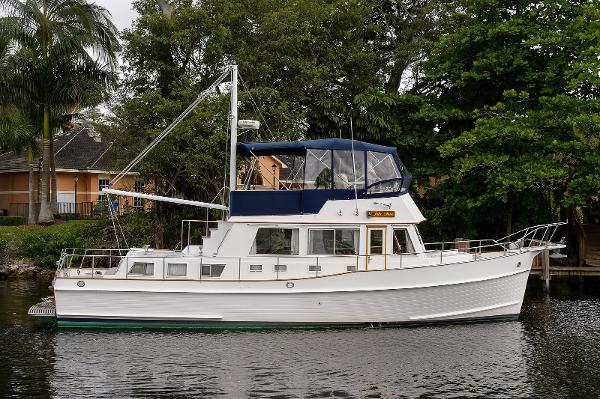 Grand Banks 42 Classic Profile