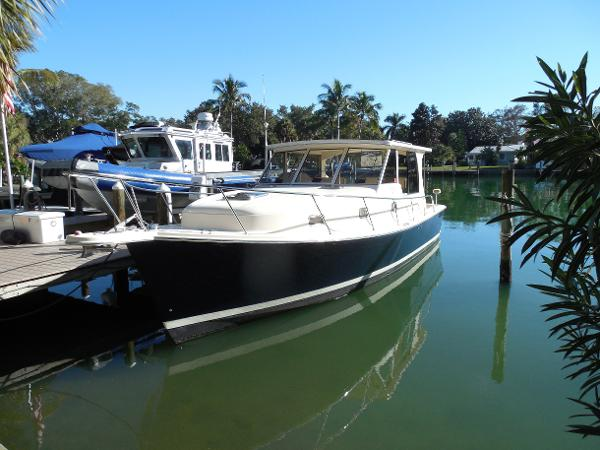 Mainship 34 Pilot Sedan with 2006 HT