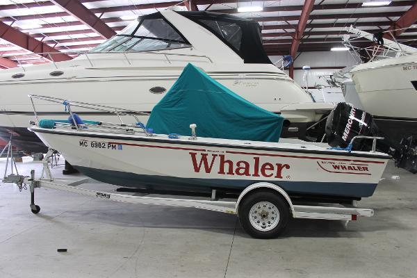 Boston Whaler Outrage 19