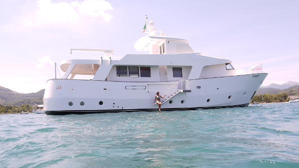 Motor Yacht Navetta 85