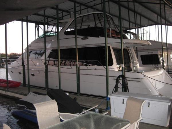 Carver 570 Voyager Pilothouse