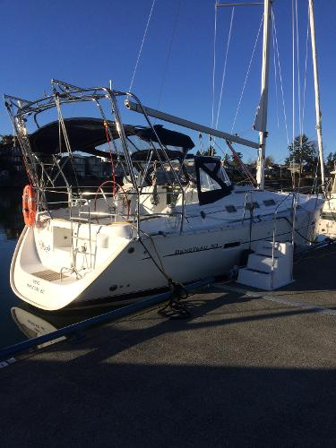 Beneteau 373 At the dock
