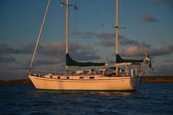 Pearson 424 Ketch Listing Photo