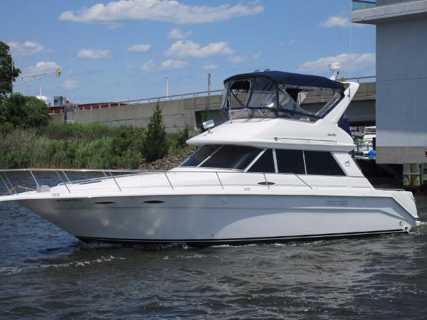 Sea Ray 370 Sedan Bridge