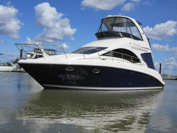 Sea Ray 36 Sedan Bridge PORT SIDE