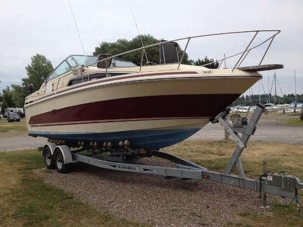 Sea Ray Sundancer 268 Starboard Side Bow