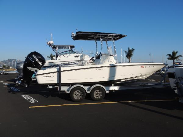 Boston Whaler 230 Dauntless Starboard