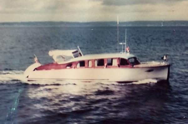 Custom Classic Sedan Cruiser Exterior Profile - Underway