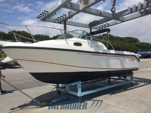 Boston Whaler 235 Conquest Boston Whaler 235 Valbroker (1)