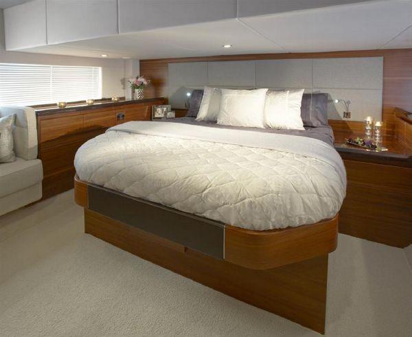 Sealine F490 Master Cabin