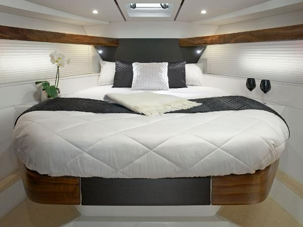 Sealine S380 Forward Cabin