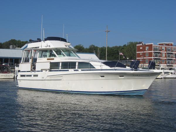 Bertram 46 Flybridge Motor Yacht PROFILE