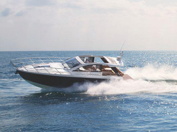 Sealine S450 Running Shot