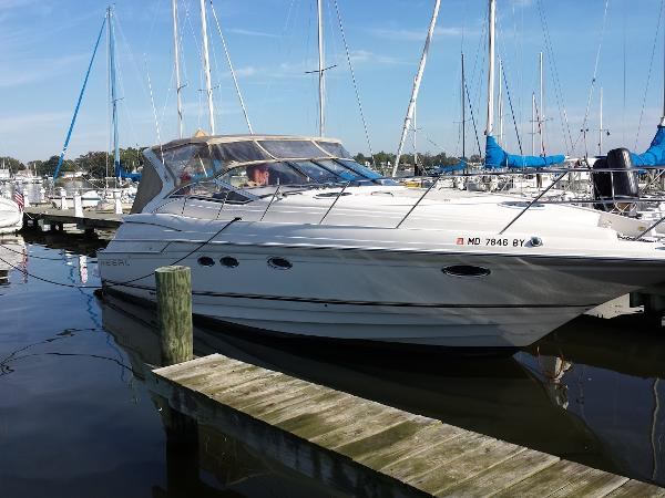 Regal 4160 Commodore Starboard Bow