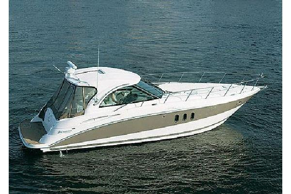 Cruisers Yachts 390 Sports Coupe Sleek lines