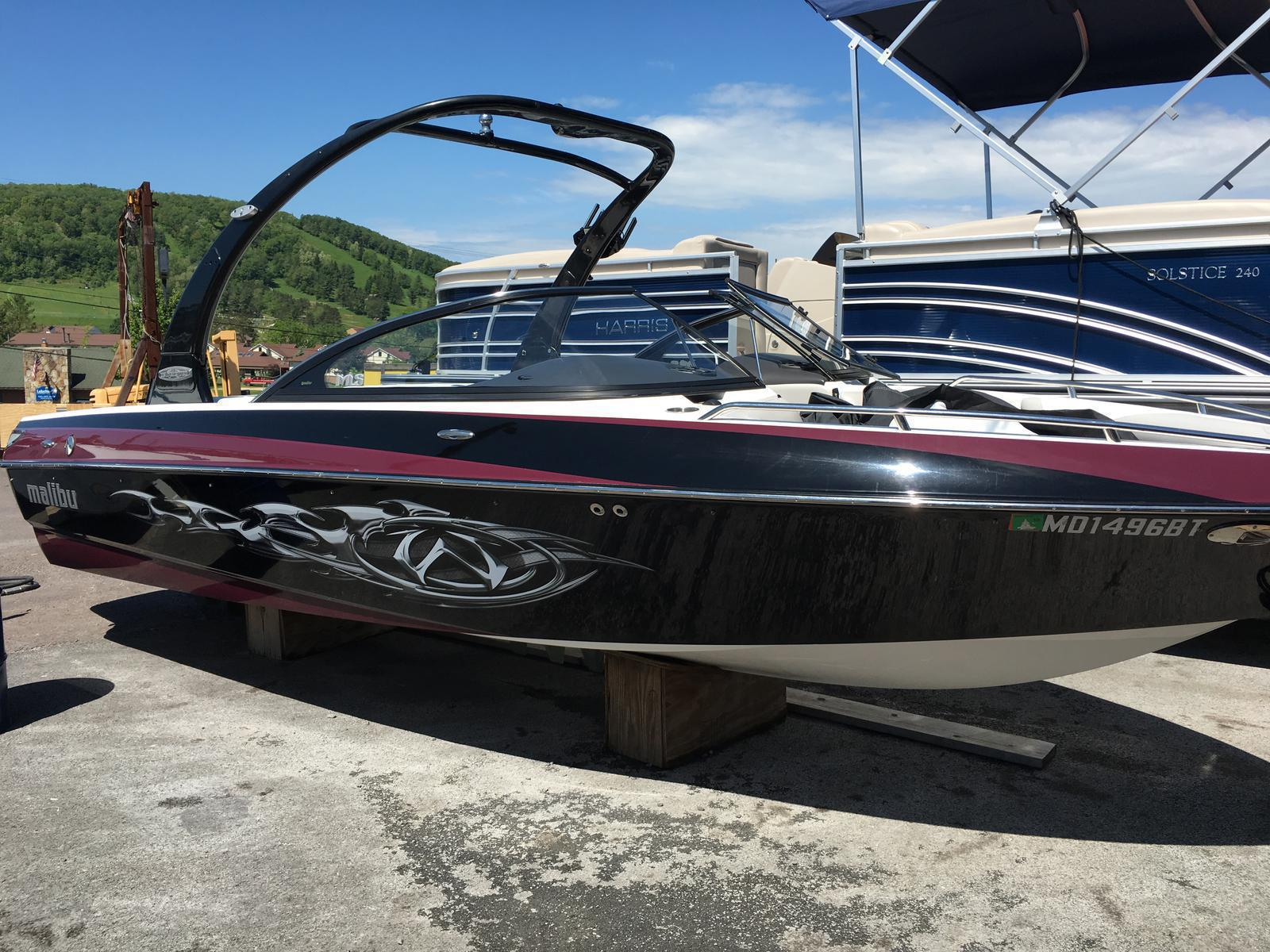 Malibu Boats LLC 21.5 XTI Sunsetter