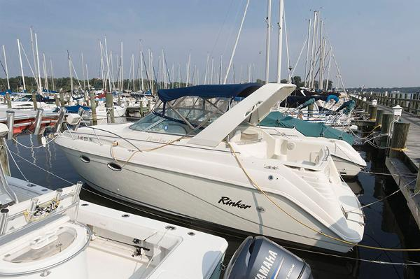 Rinker 270 Express Cruiser Profile