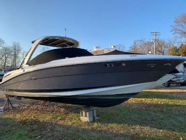 Sea Ray 270 SLX Starboard Bow