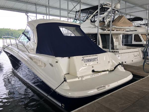 Sea Ray 390 Sundancer Port quarter profile