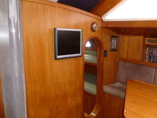 Main Cabin Fwd of Settee