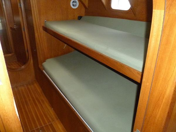 Stbd Guest Cabin Bunks