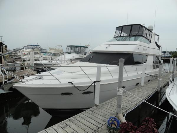 Carver 530 Voyager Pilothouse Port Bow