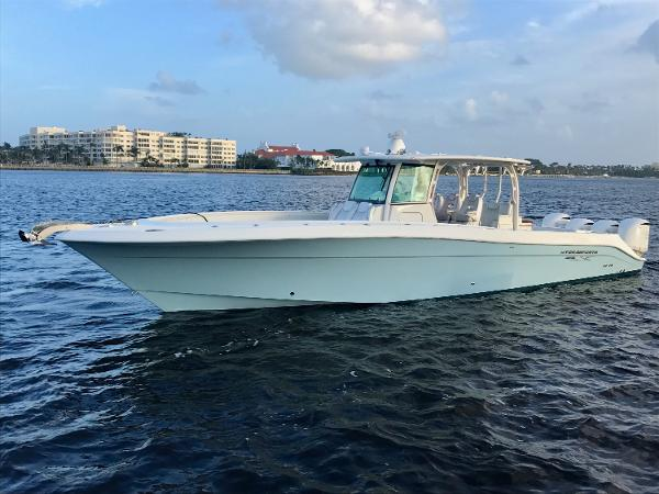 Hydra-Sports Custom 4200 Siesta Center Console