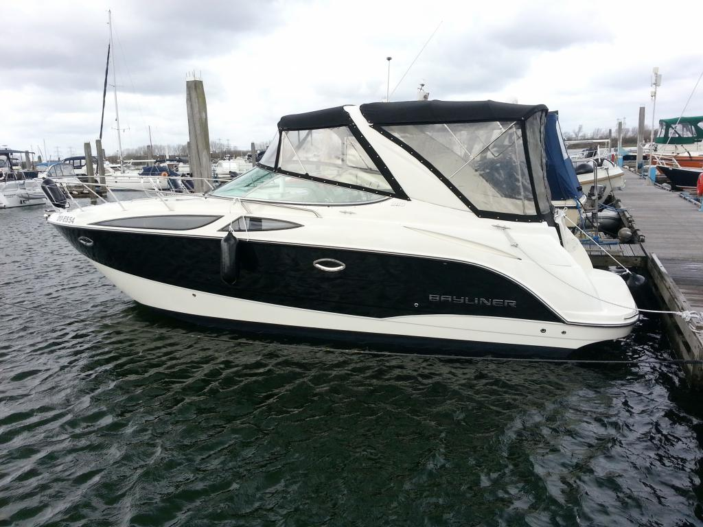 Bayliner 300  315 Cruiser
