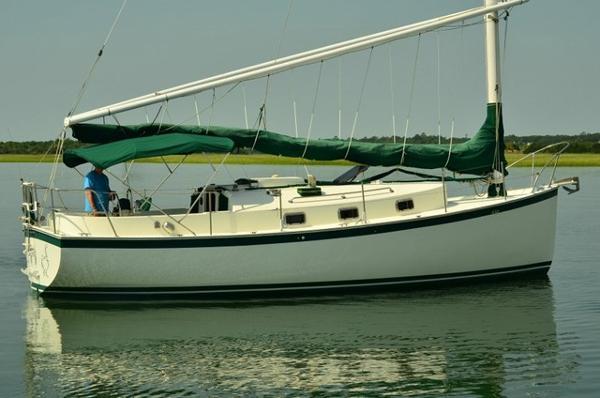30 Nonsuch Classic Catboat Profile