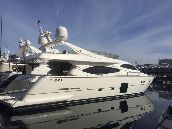 Ferretti Yachts 761
