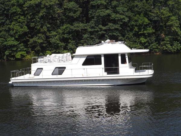 Gibson 44 Houseboat