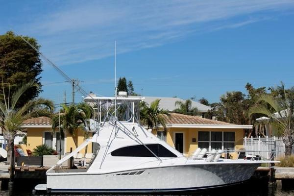 Luhrs 40 Convertible Profile