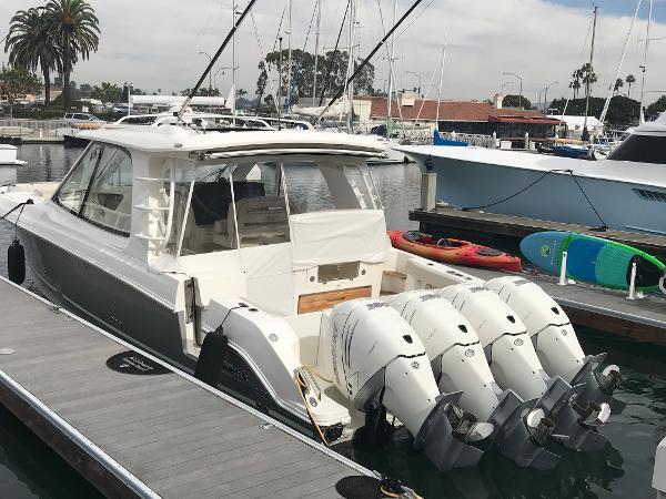 Boston Whaler 380 Realm